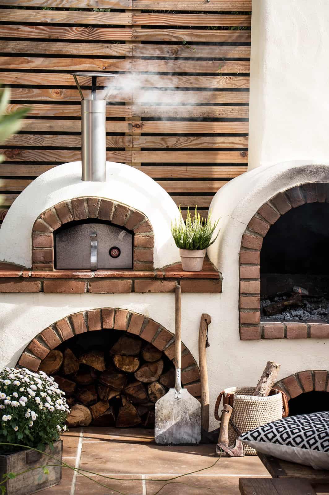 mediterranean-garden-with-a-pizza-oven