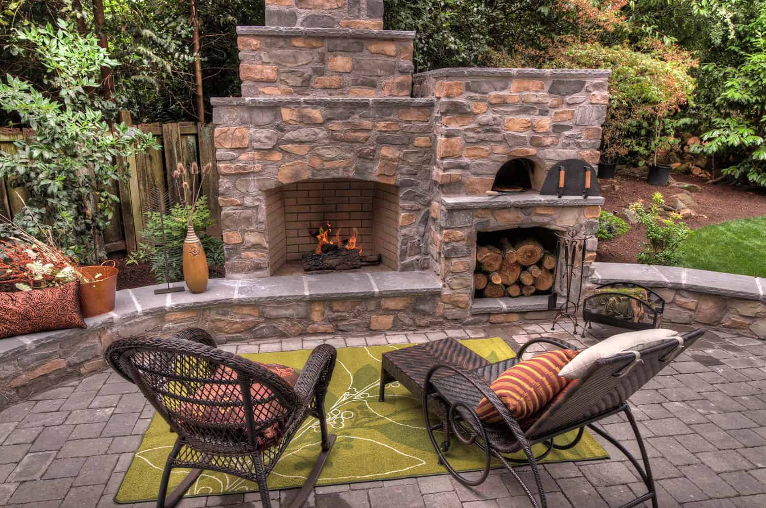 outdoor-pizza-oven-and-fireplace