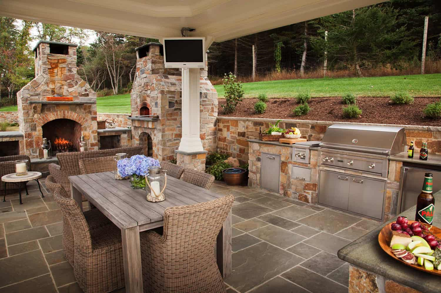 brick-oven-pizza-and-fireplace
