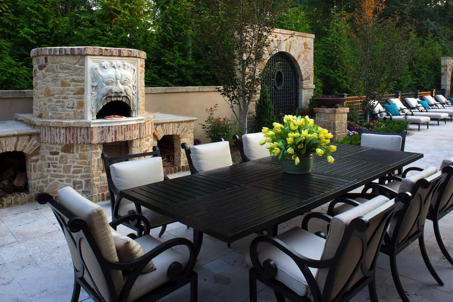 tuscan-style-outdoor-kitchen-with-a-pizza-oven