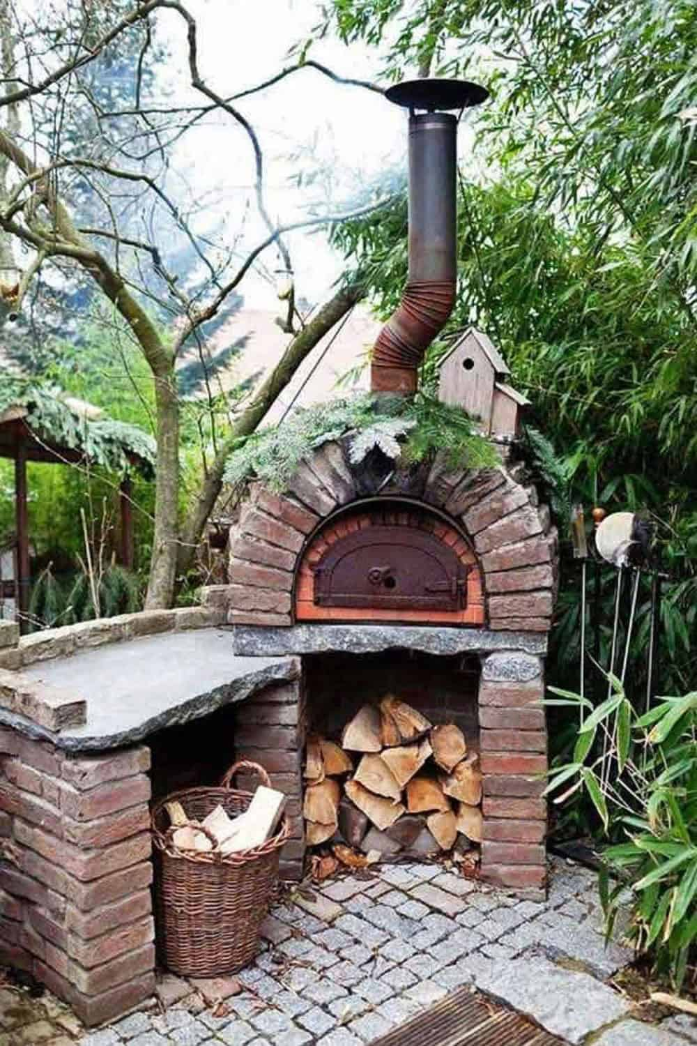 outdoor-entertaining-area-with-a-brick-pizza-oven