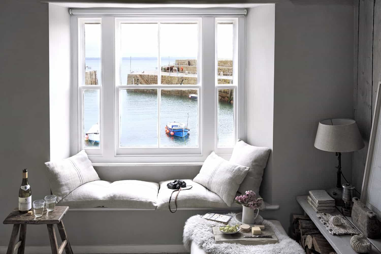 seaside-cottage-retreat-living-room-window-seat