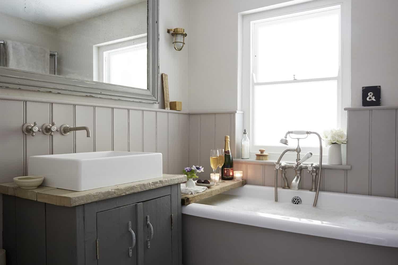 farmhouse-bathroom-vanity-and-tub