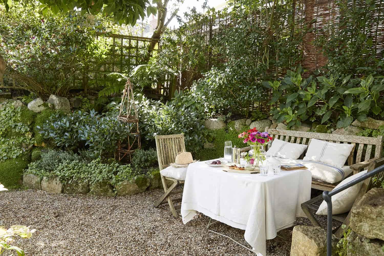 farmhouse-garden-alfresco-dining