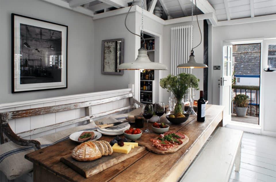 farmhouse-kitchen-dining-table