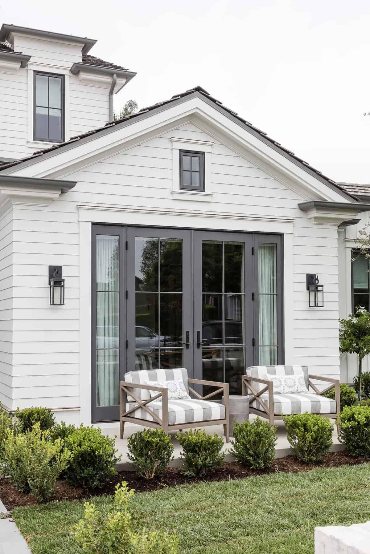 Pennsylvania-Dutch-Style-Home-Front-Porch