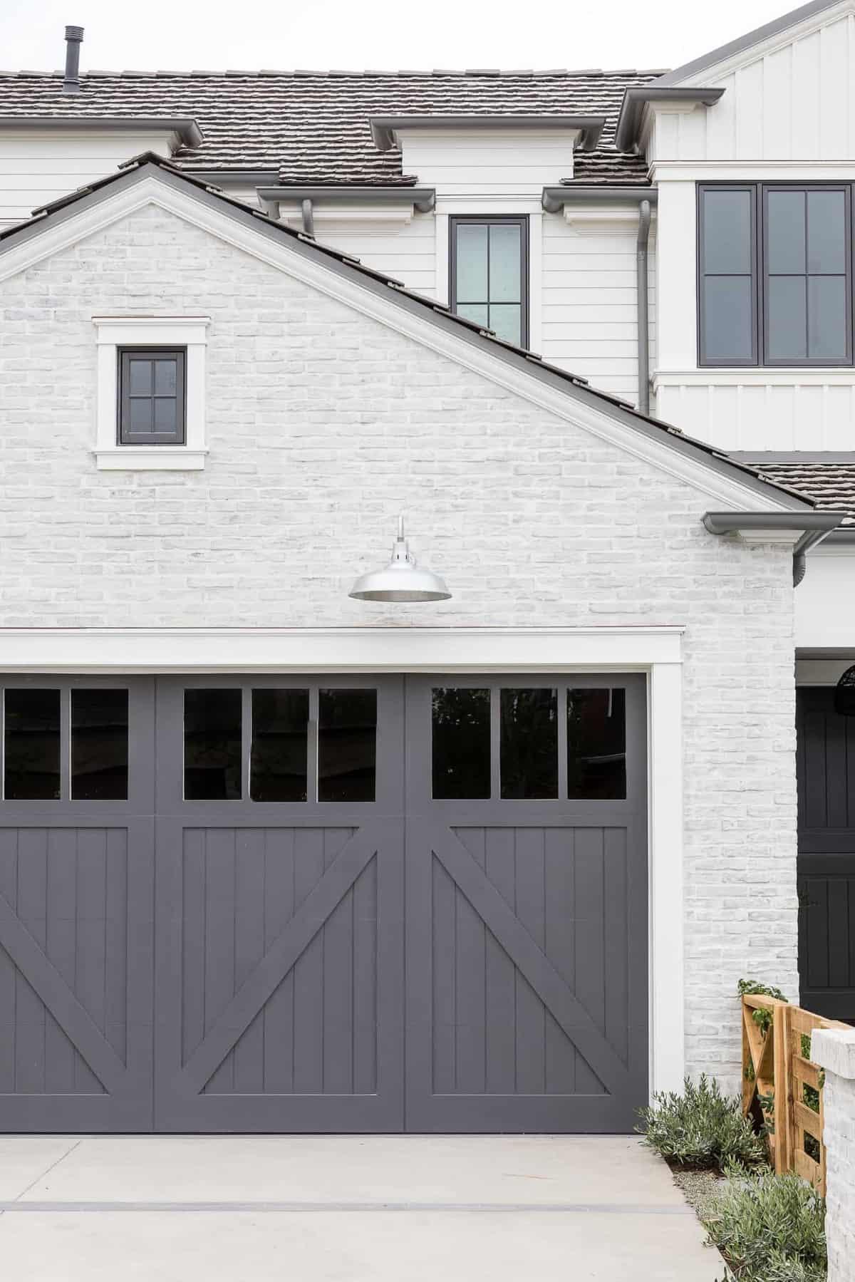Pennsylvania-Dutch-Style-Home-Garage