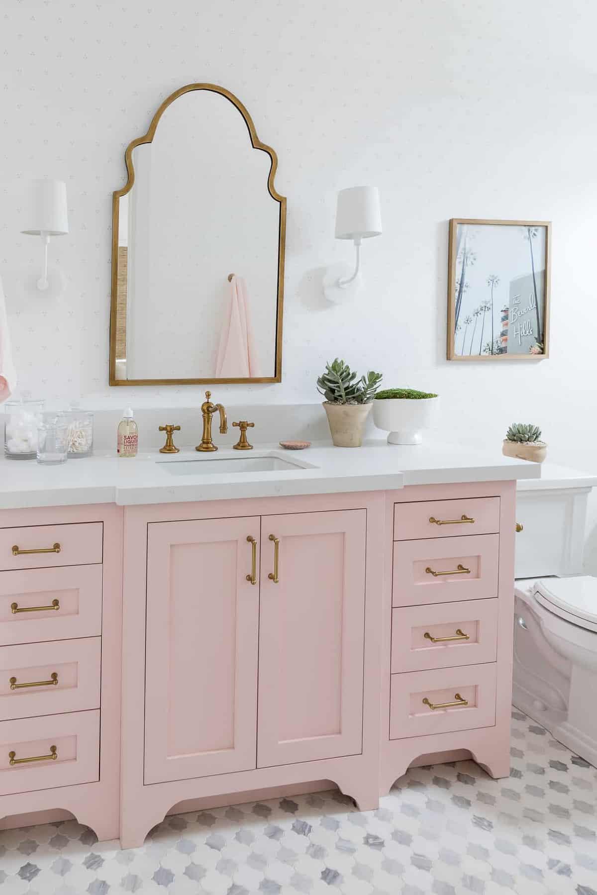 modern-girls-bathroom-vanity
