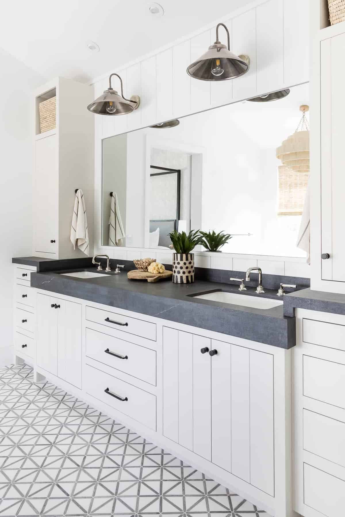 modern-master-bathroom-vanity