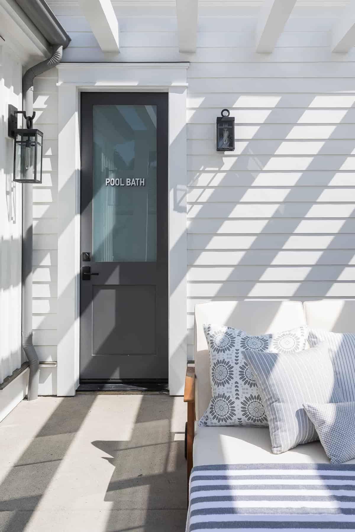 Pennsylvania-dutch-style-pool-house-entry