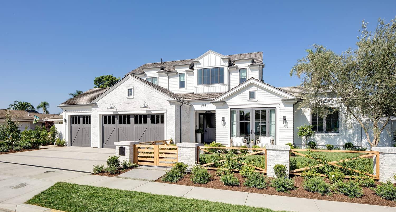 Pennsylvania-dutch-style-house-exterior