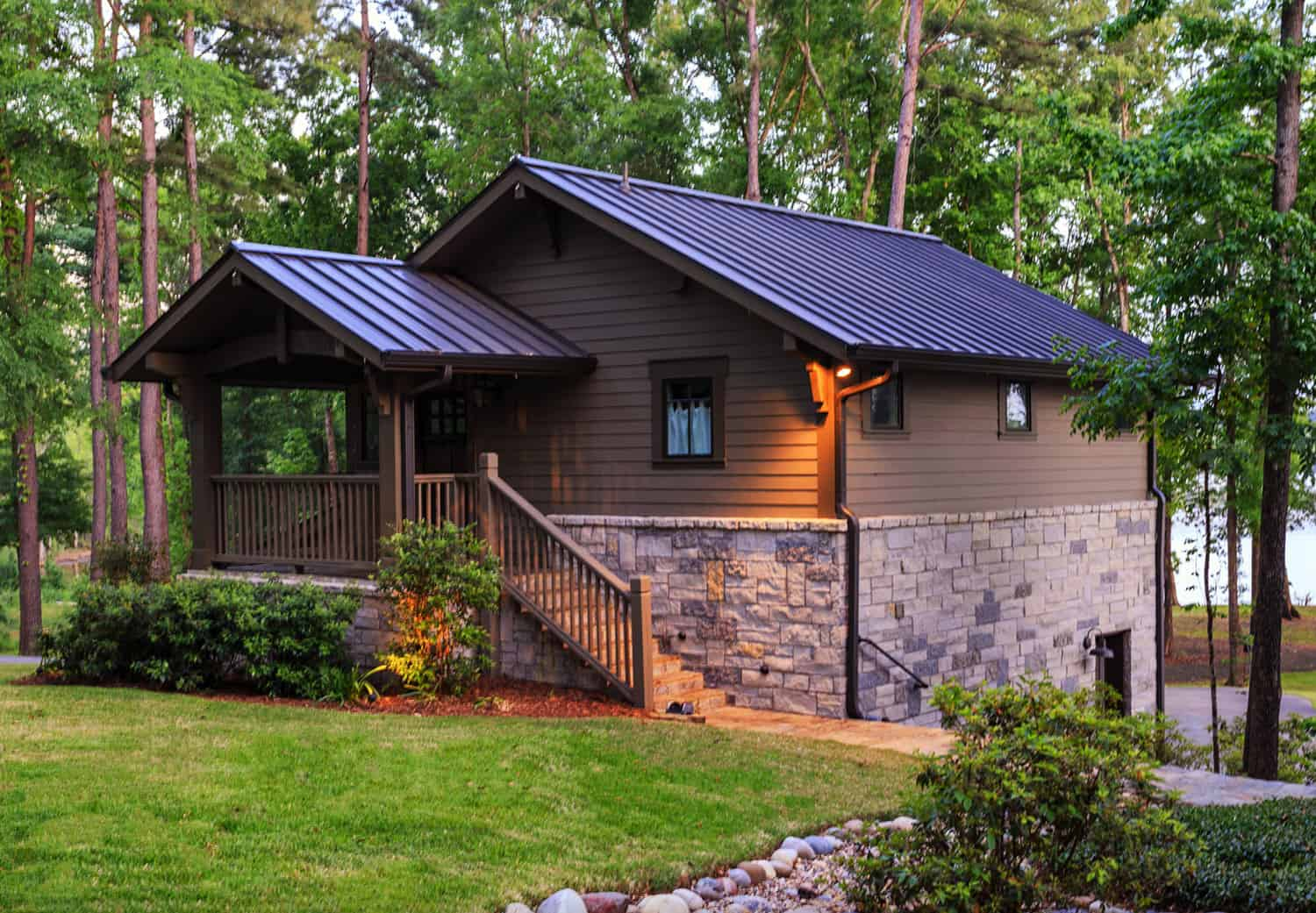 rustic-guest-house-exterior-overlooking-the-lake