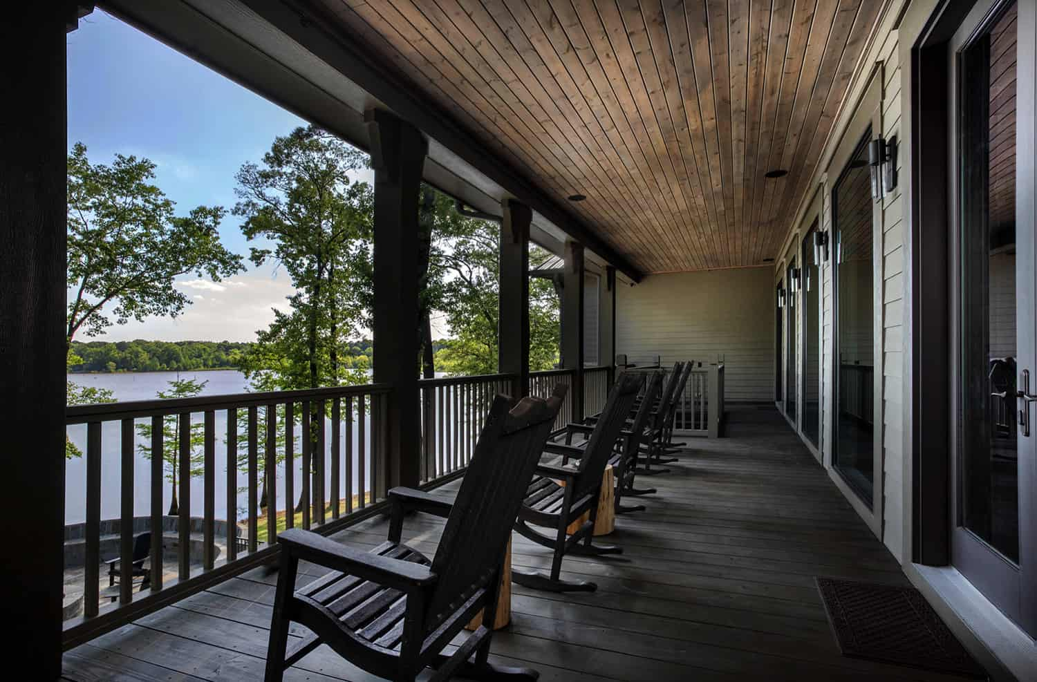 rustic-porch-overlooking-the-lake