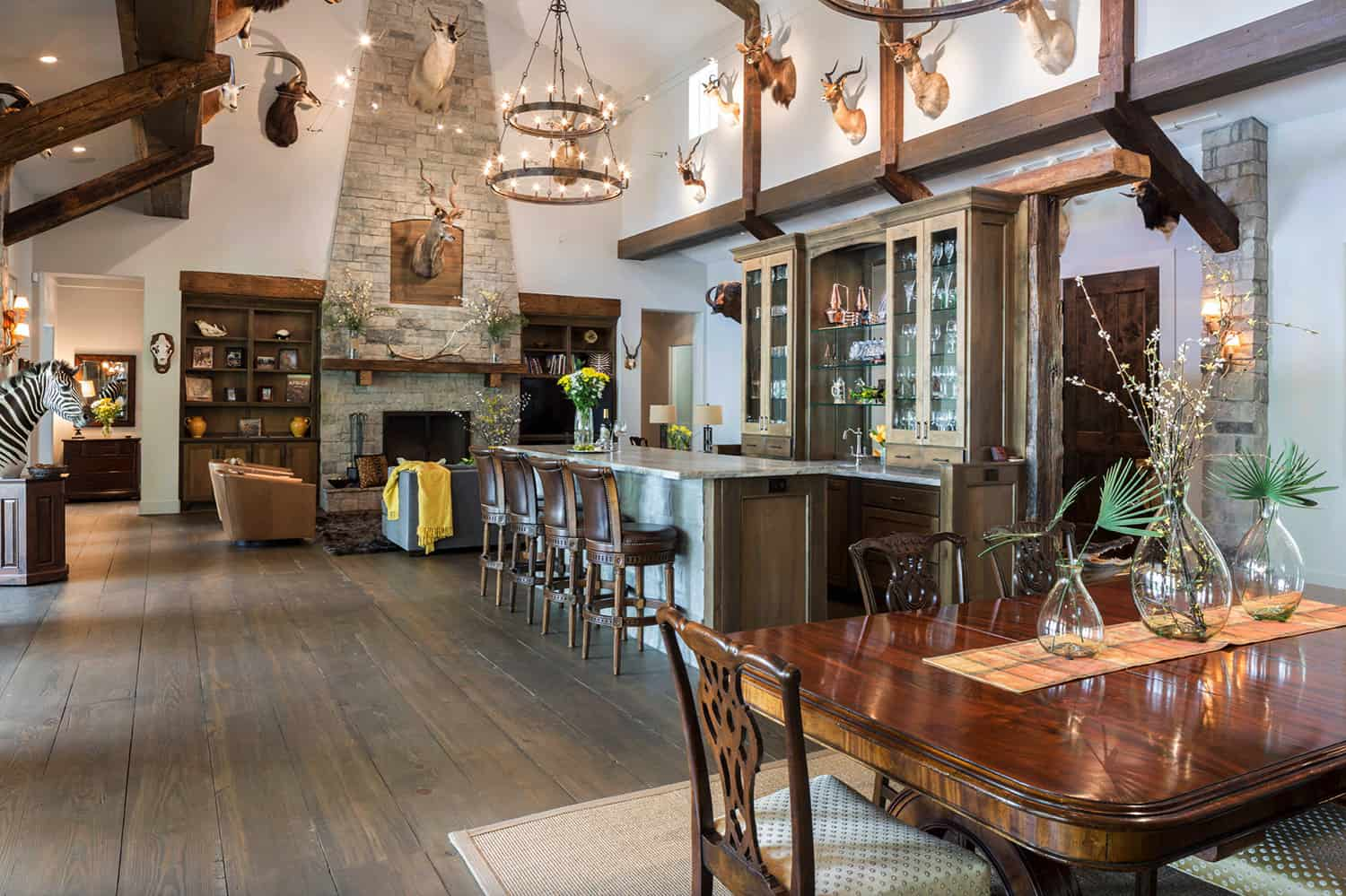 rustic-home-bar-with-dining-room