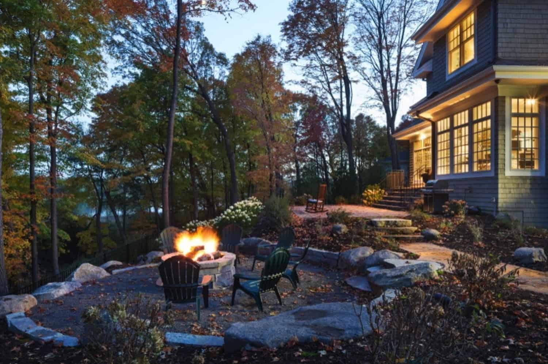 traditional-lake-house-patio