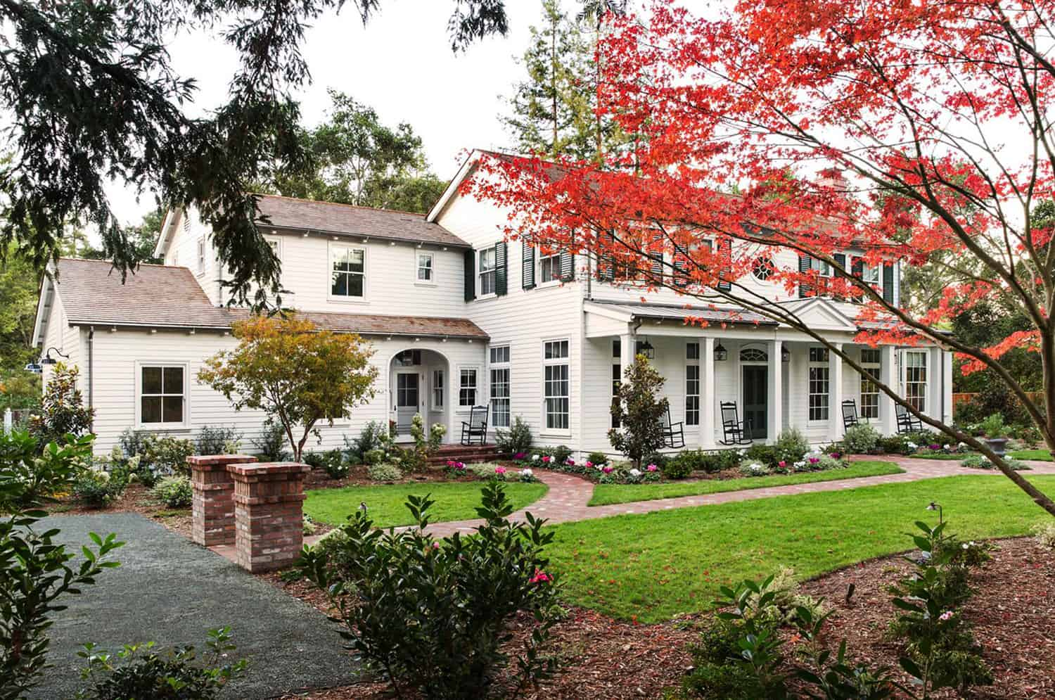 Tour a colonial revival farmhouse with traditional Southern charm