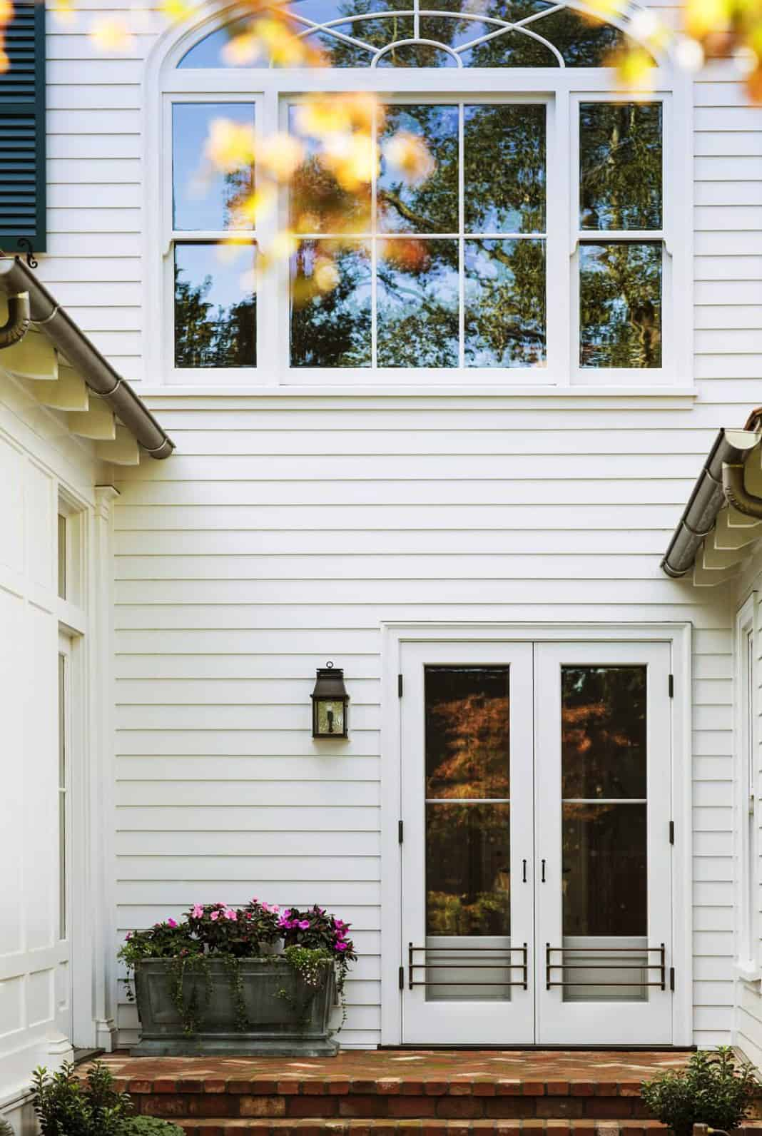 side-entrance-traditional-house-exterior