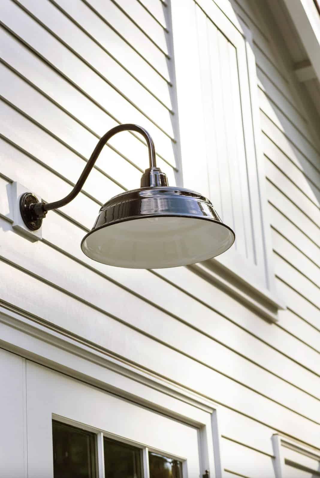 traditional-garage-light-detail