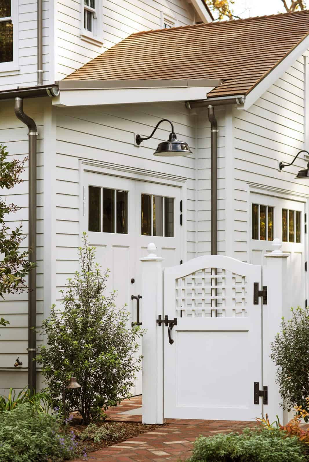 entrance-to-the-attached-garage-and-driveway-from-the-lawn