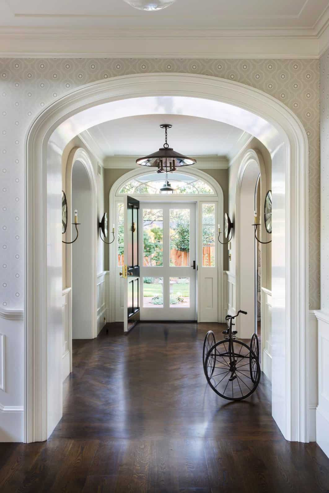 foyer-traditional-house-entry