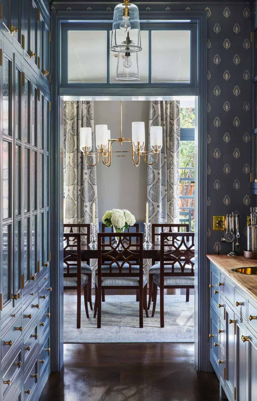 traditional-butler-s-pantry-looking-into-the-dining-room