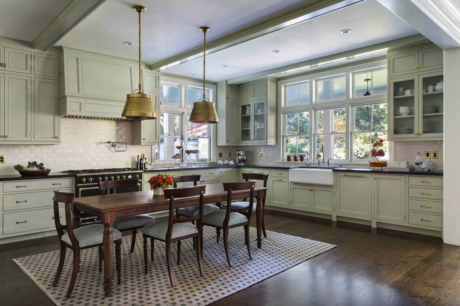 traditional-eat-in-kitchen