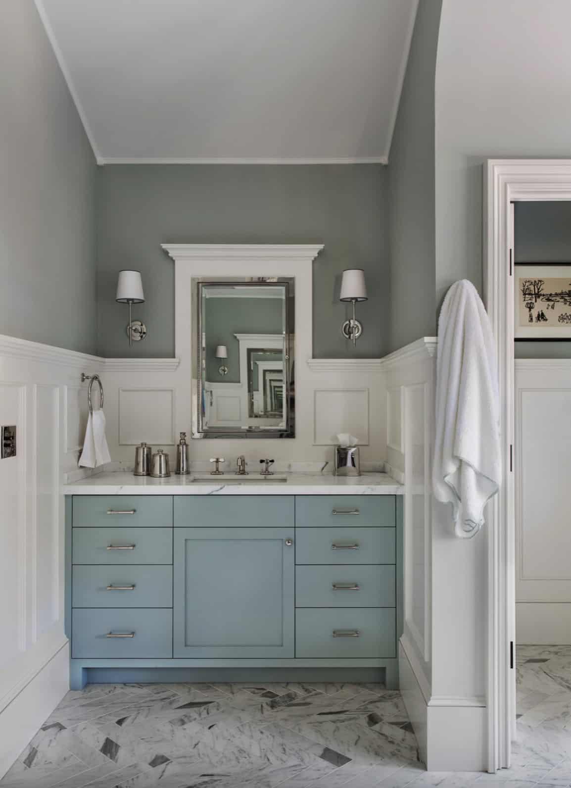 traditional-master-bath-vanity