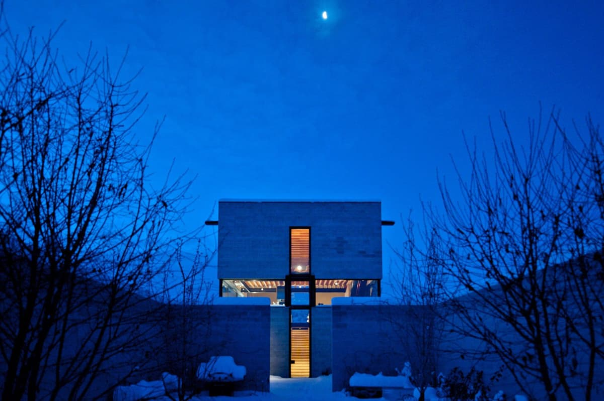 modern-desert-home-exterior-night