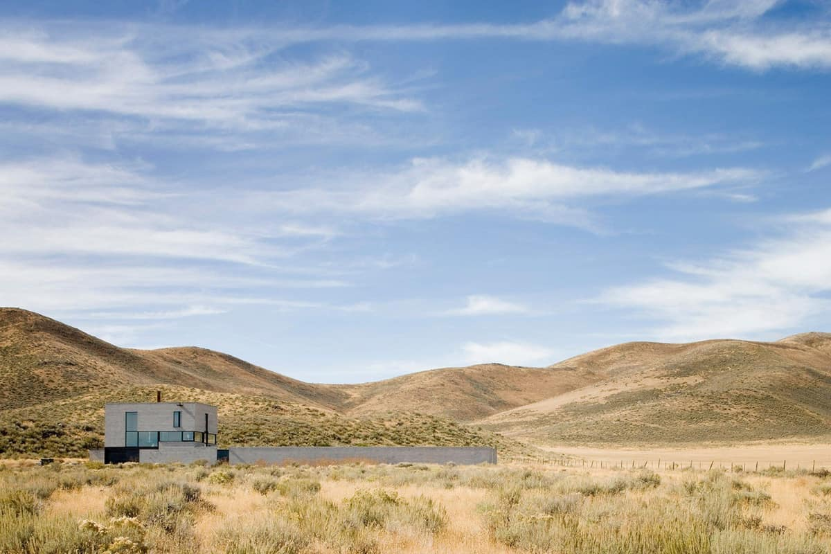 modern-desert-home-exterior