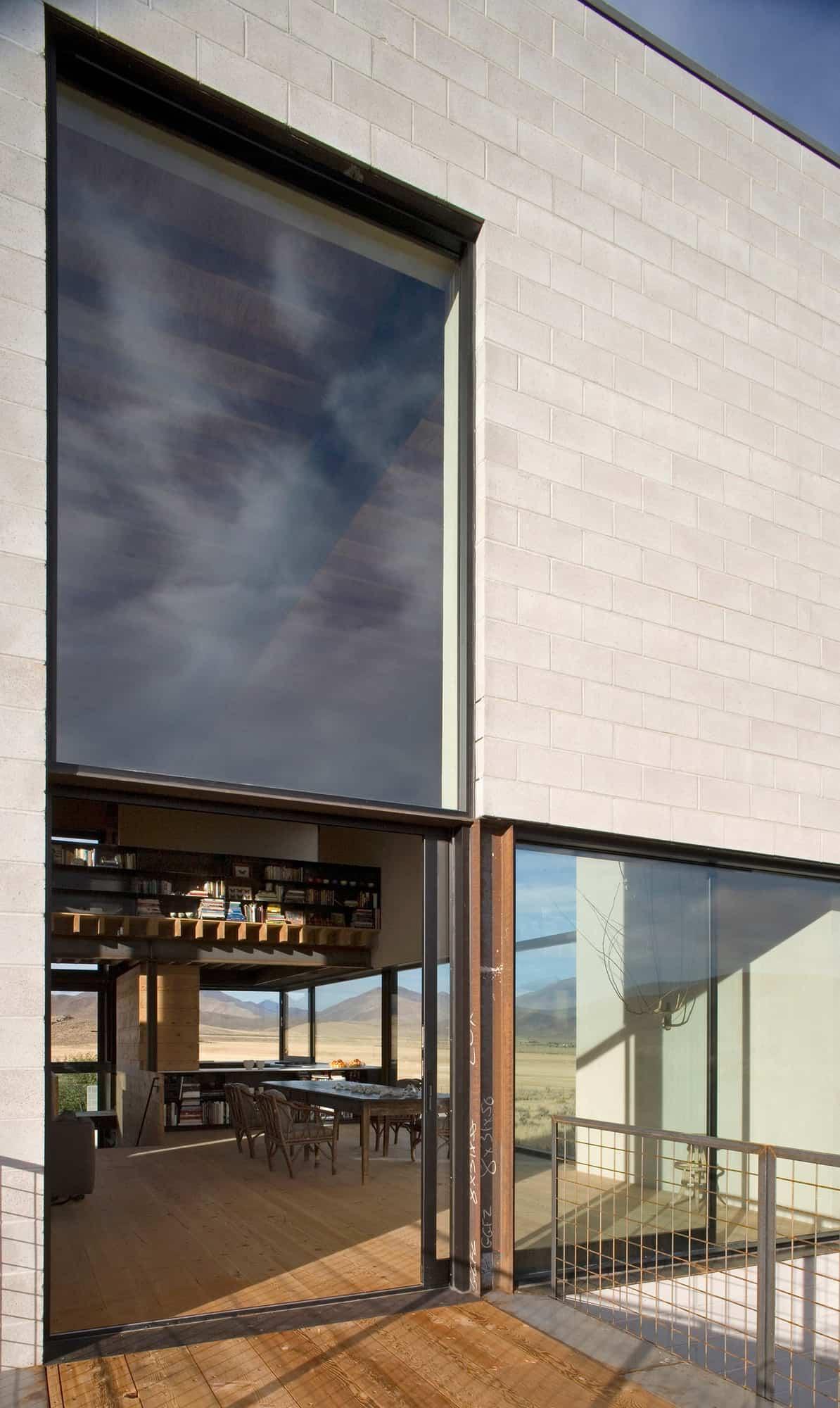 desert-home-exterior-deck