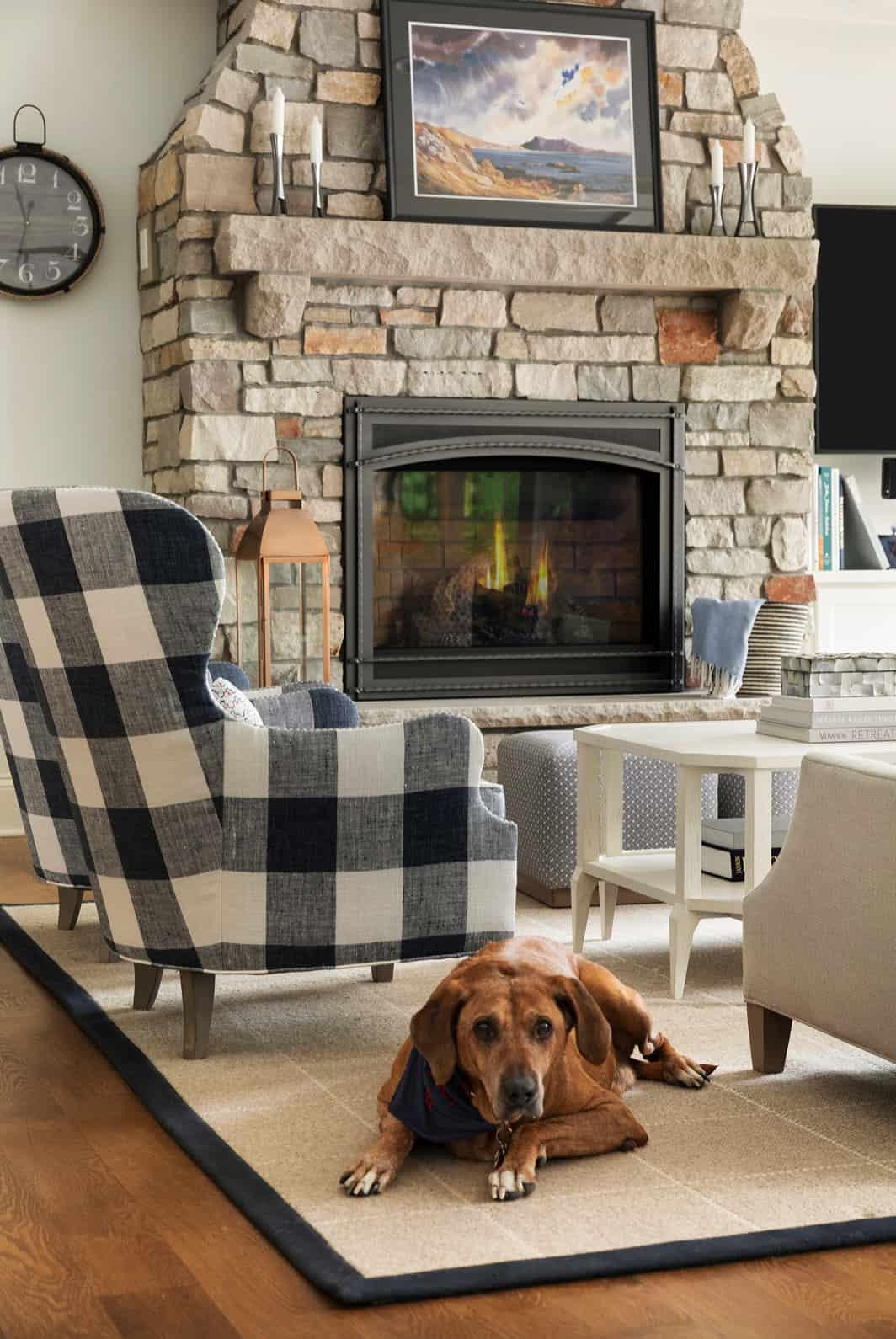 lake-house-beach-style-living-room