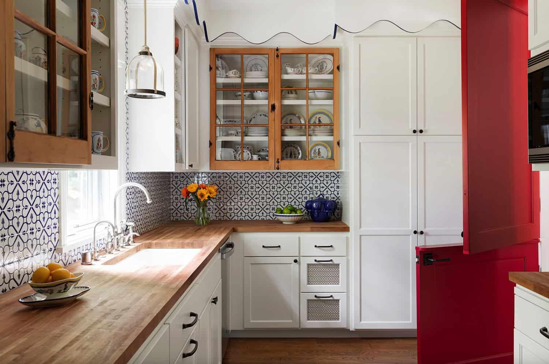 lake-house-beach-style-kitchen
