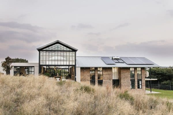 featured posts image for Spectacular off the grid modern farmhouse retreat in South Africa