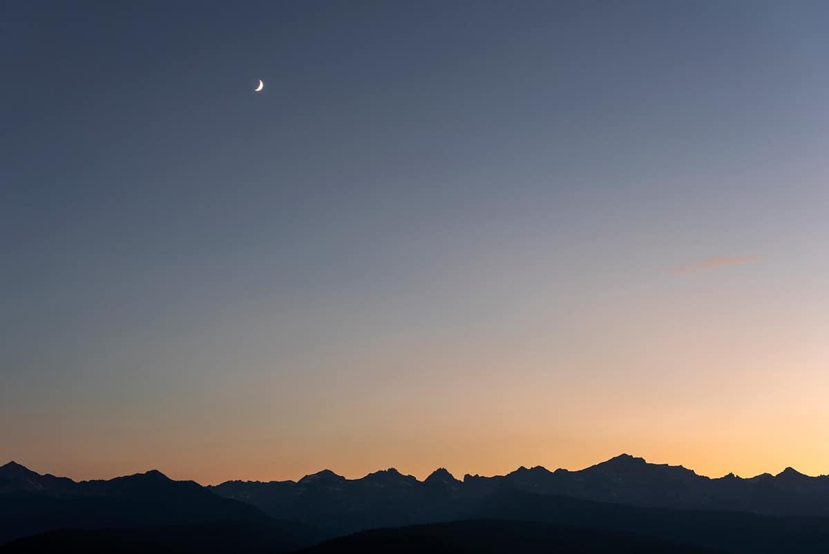 dutch-barn-ranch-house-sawtooth-mountains-view-night