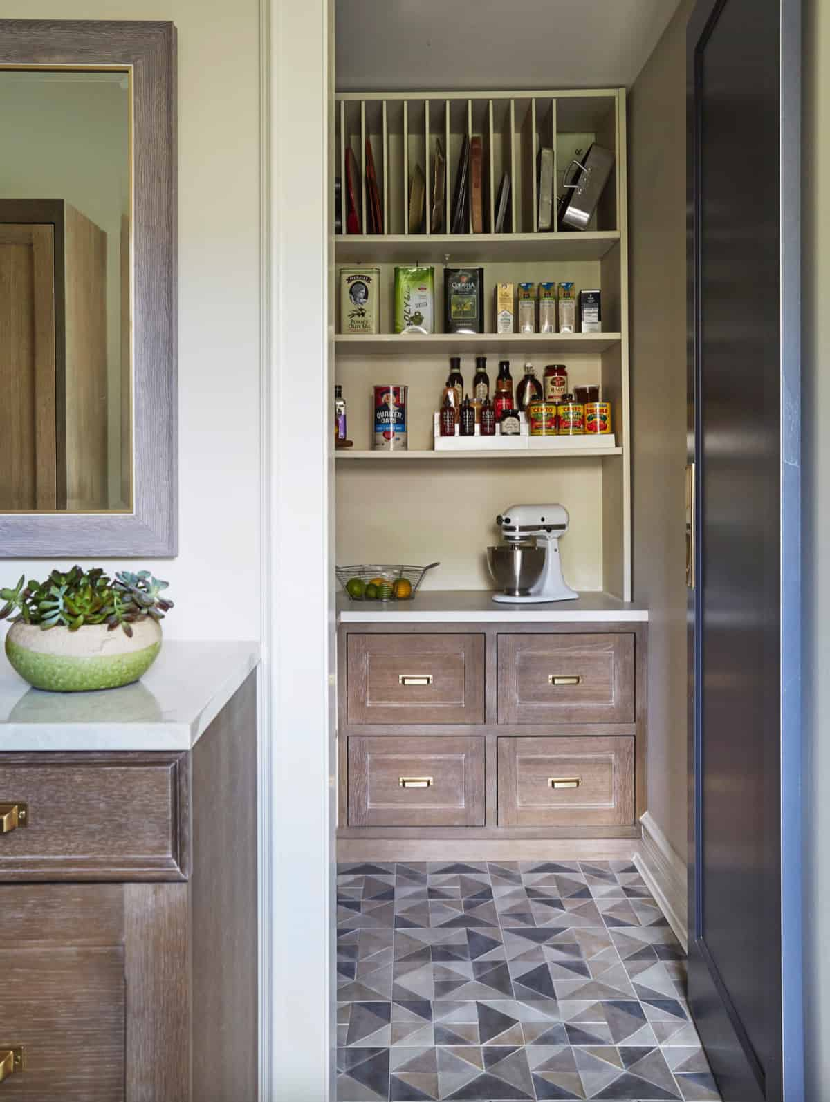 eclectic-butlers-pantry
