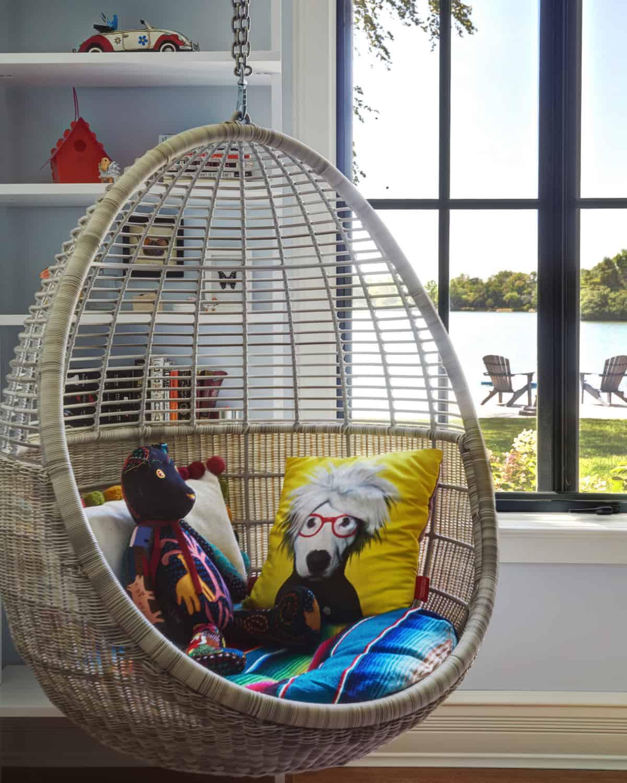 eclectic-kids-bedroom-hanging-chair