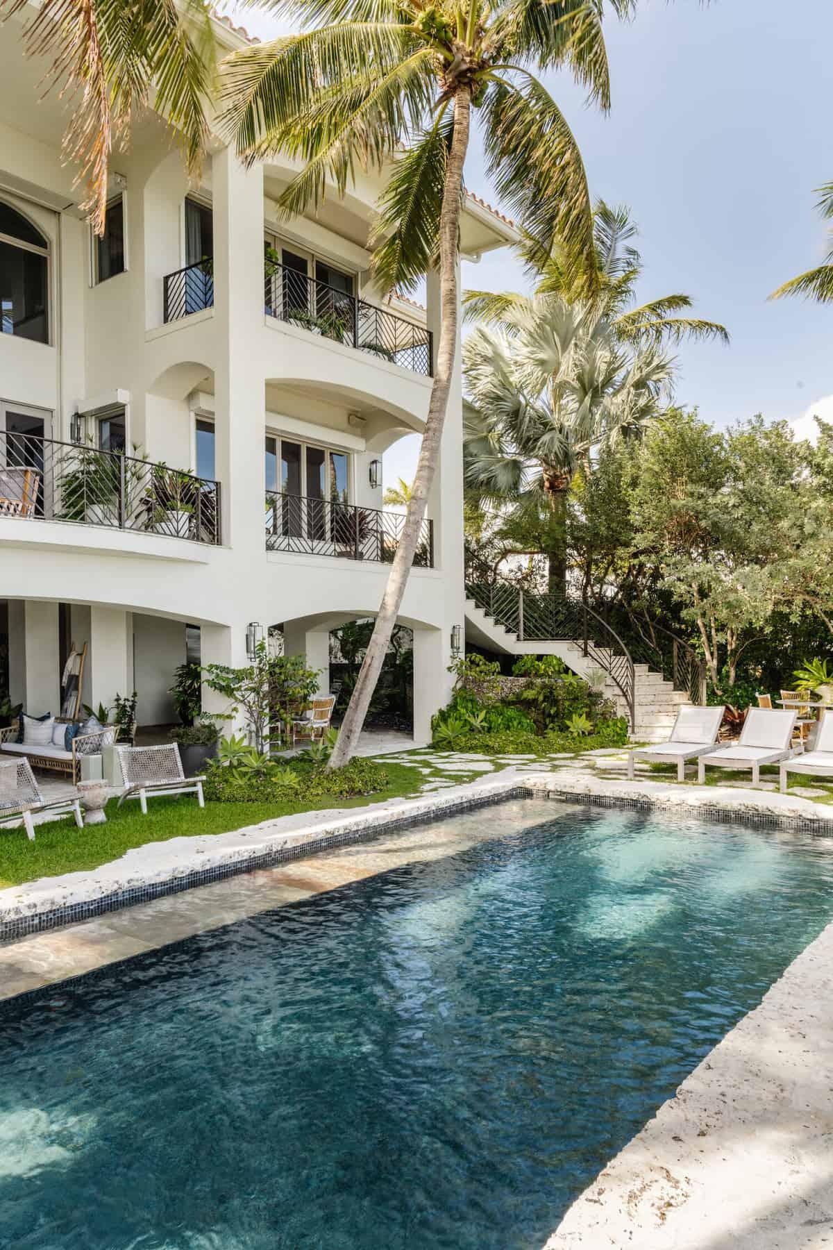 hacienda-spanish-style-house-swimming-pool