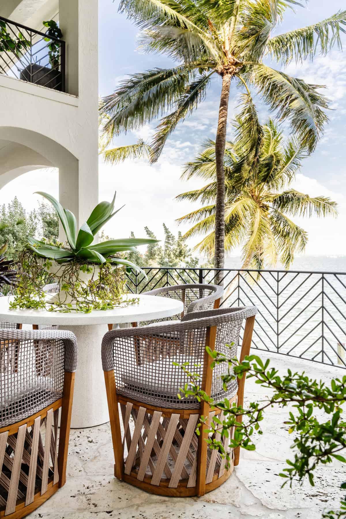 hacienda-spanish-style-balcony