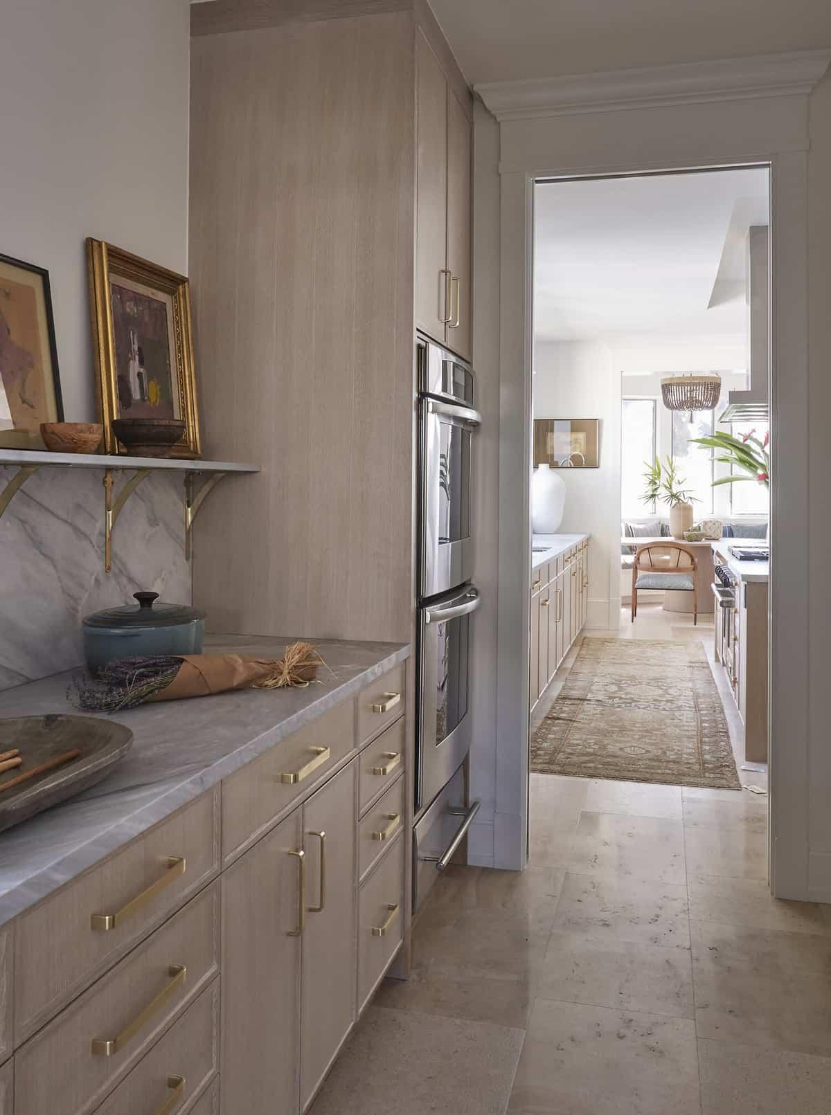 tropical-kitchen-pantry