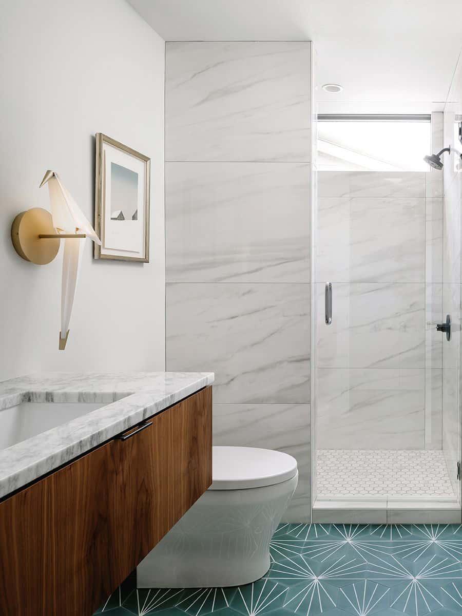 modern-condo-bathroom