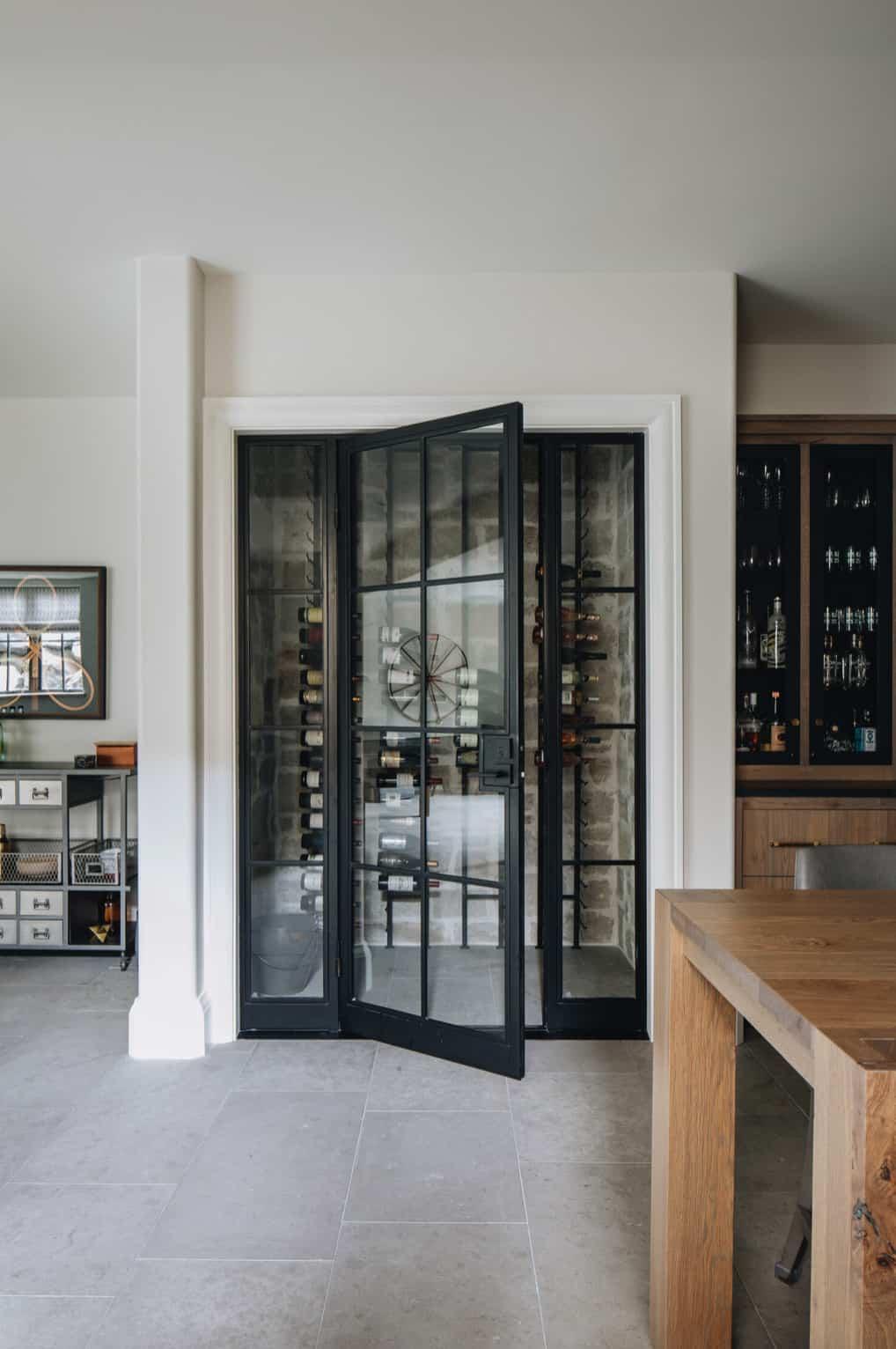 moderna-engleska-zemlja-prijelazni-vinski podrum