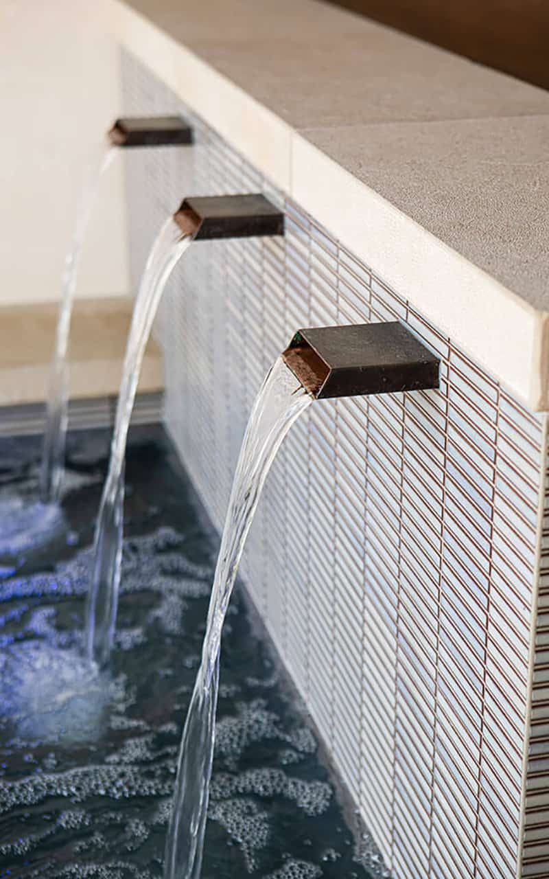 modern-pool-water-feature