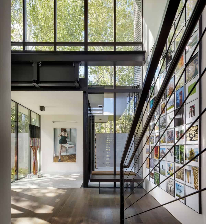mountain-contemporary-home-staircase