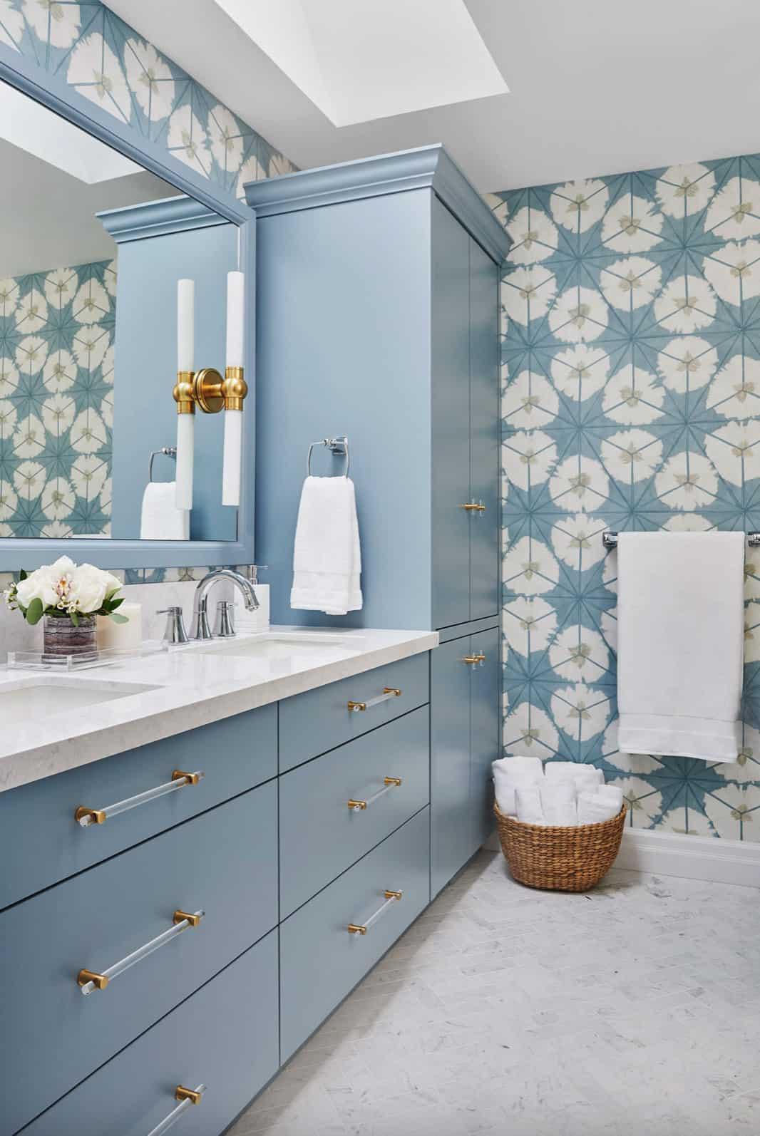 serene-blue-white-bathroom-with-wallpaper