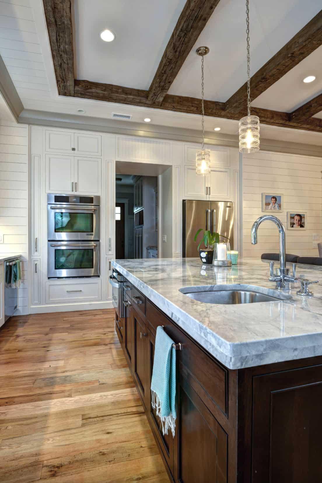 beach-house-beach-style-kitchen