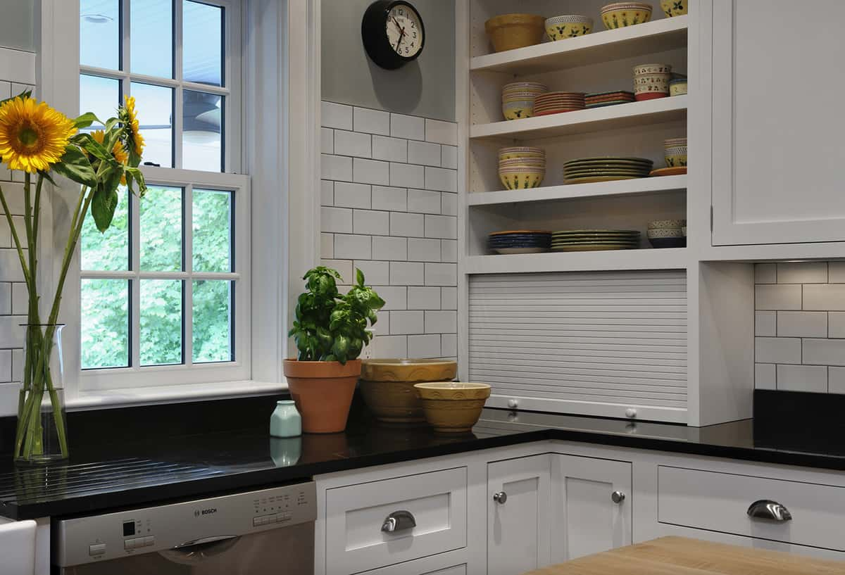 traditional-style-kitchen-with-open-shelving