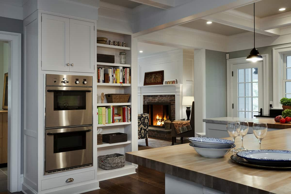 traditional-style-kitchen-with-dual-ovens