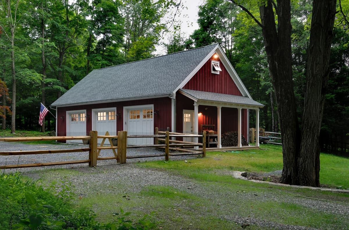 traditional-country-style-red-and-white-garage