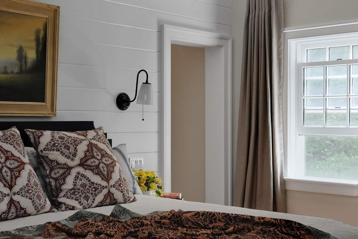 traditional-country-style-bedroom-with-white-shiplap-walls