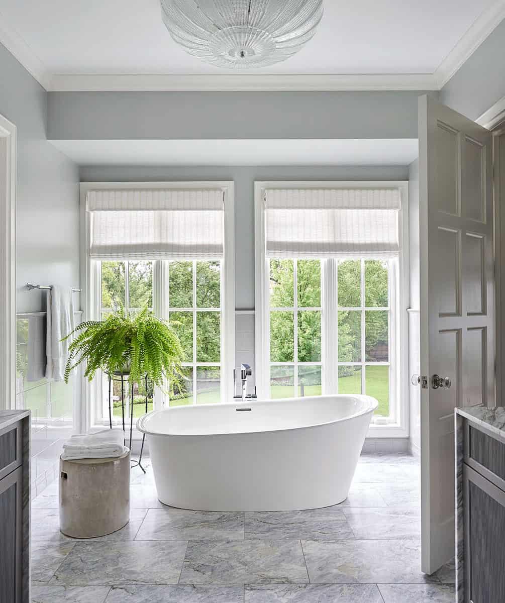 traditional-bathroom-tub
